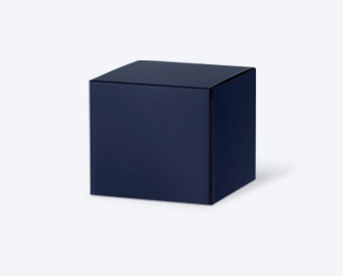 Afmetingen: 5cm x 5cm x 5cm De kartonnen kubusdoosjes zijn verkrijgbaar in verschillende kleuren. Aan de bovenzijde gaat het doosje open. Je kan de doosjes personaliseren door er een sticker in de stijl van jouw kaartje op te plakken en te combineren met een enveloppe in dezelfde kleur. Op deze manier krijgt alles een mooie uitstraling en vormt één mooi geheel.